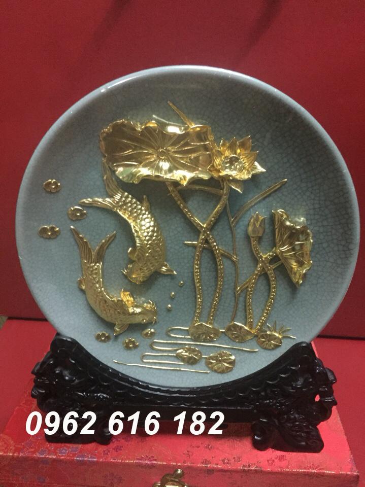 Đĩa biểu trưng 24k cá và hoa sen