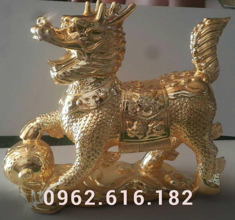Sư tử vờn cầu mạ vàng 24k