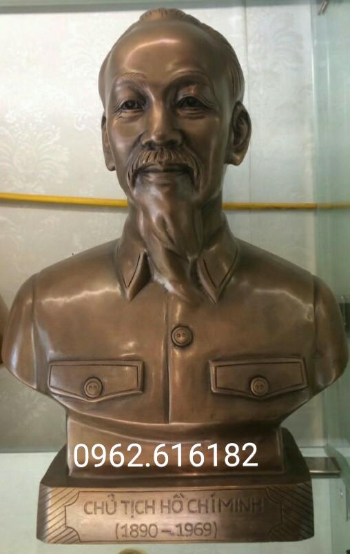 Tượng chủ tịch Hồ Chí Minh